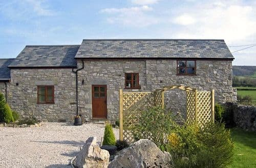 Last Minute Cottages - Inviting Holywell Granary S4794