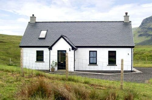 Big Cottages - Charming Portree Cottage S4850