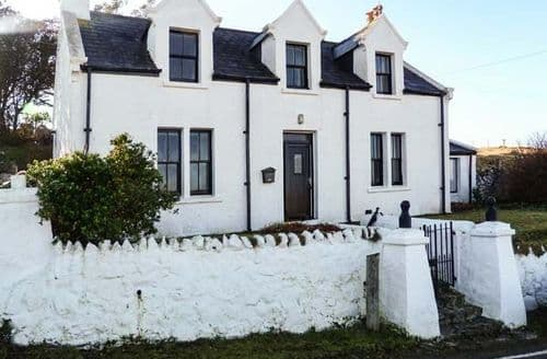Last Minute Cottages - Delightful Portree View S4900