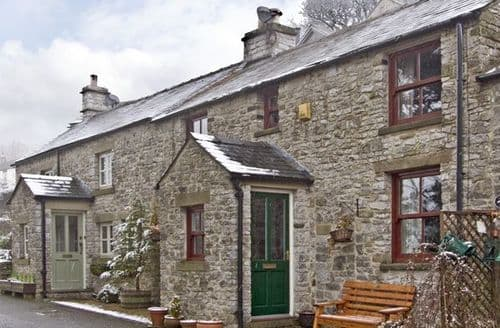 Dog Friendly Cottages - Splendid Buxton Rental S3342