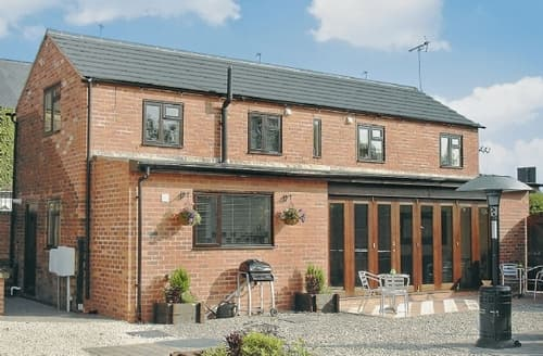 Last Minute Cottages - Luxury Chesterfield Cottage S16541