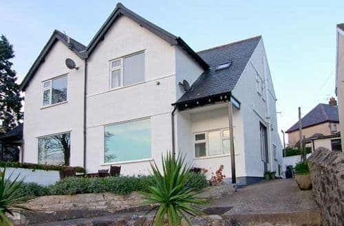 Last Minute Cottages - Fairway, Deganwy Cottage