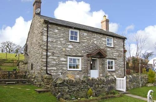 Last Minute Cottages - Pen-y-Fron