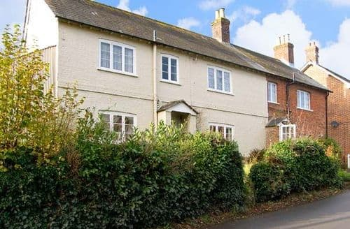 Last Minute Cottages - Attractive Blandford Forum Lea S2300
