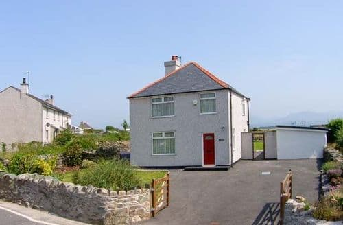 Big Cottages - Exquisite Llanfairpwllgwyngyll Fron S5345