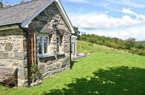 Last Minute Cottages - Ty Bach