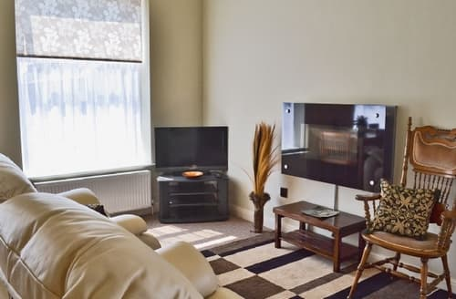 Last Minute Cottages - Attractive Glossop Apartment S16598