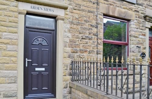 Last Minute Cottages - Attractive Glossop Apartment S16599