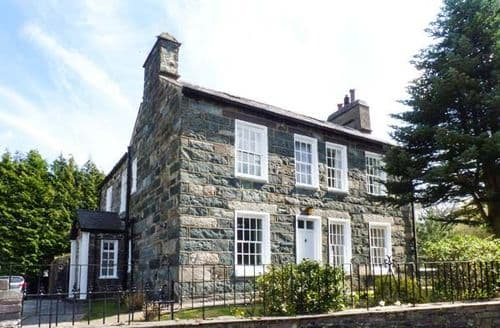 Last Minute Cottages - Captivating Caernarfon Wen S5685