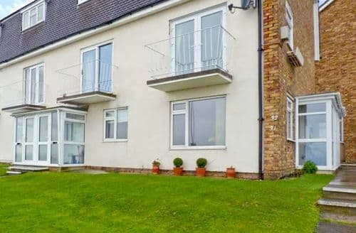 Last Minute Cottages - Stone Bay Apartment