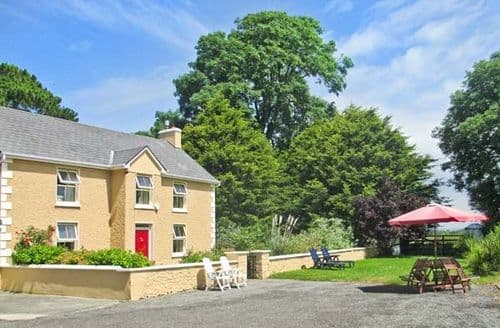 Last Minute Cottages - Inviting  Farmhouse S6092