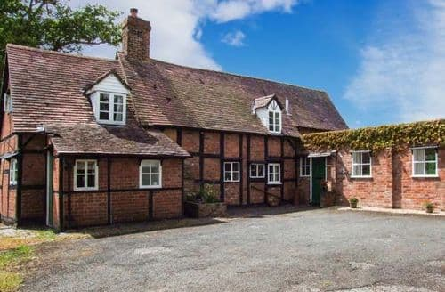 Last Minute Cottages - Cosy Gloucester Cottage S2743