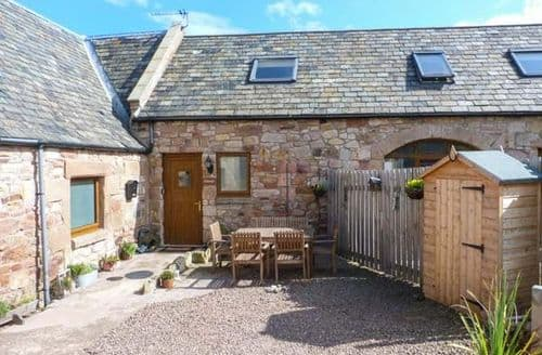 Last Minute Cottages - The Tack Room, Cove Farm