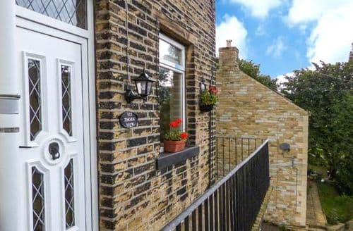 Last Minute Cottages - Beautiful Luddenden Cottage S9417