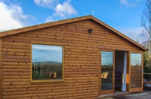 Last Minute Cottages - Log Cabin at Furlongs Farm
