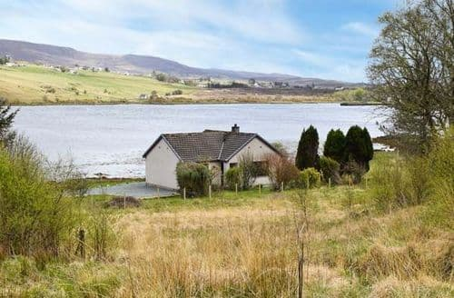 Last Minute Cottages - Delightful Skeabost Bridge Rental S13212