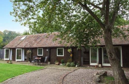 Last Minute Cottages - Cosy Berrow Cottage S41083