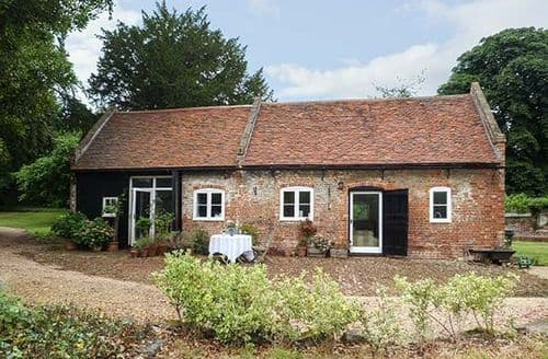 Last Minute Cottages - Gorgeous Upnor Cottage S60440