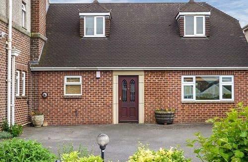 Last Minute Cottages - Captivating Midsomer Norton Lodge S33807