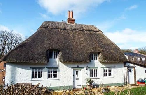 Last Minute Cottages - Captivating Aldbourne Cottage S49581