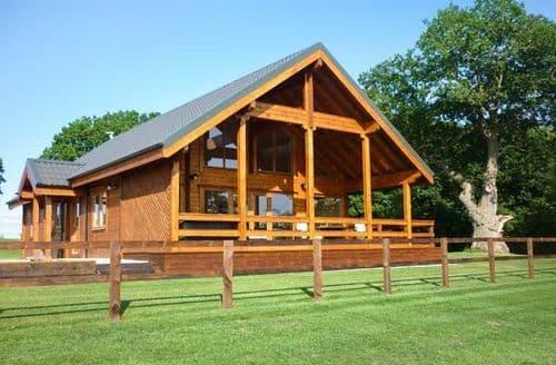 Big Cottages - Tasteful Hampton Wood Lodge S37473