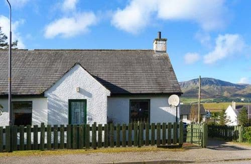 Last Minute Cottages - Quaint Staffin Cottage S41317