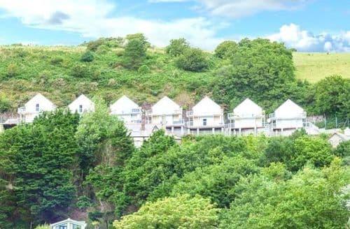 Last Minute Cottages - Quaint Laugharne Apartment S43698