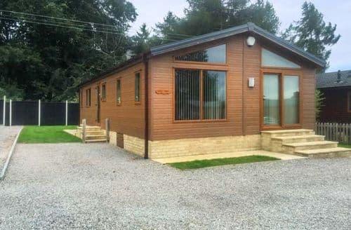Last Minute Cottages - Woodland View