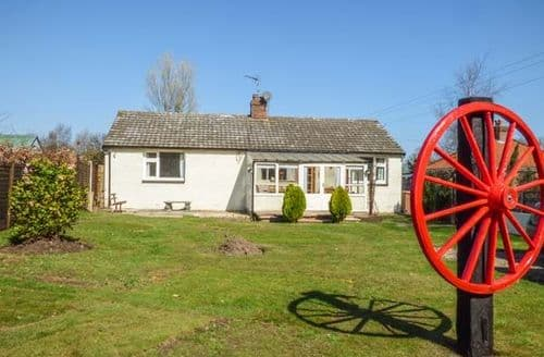 Dog Friendly Cottages - Stunning Bacton Cottage S50361