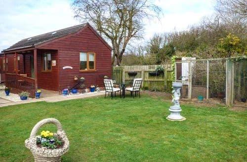 Last Minute Cottages - Tasteful Patrington Lodge S49648