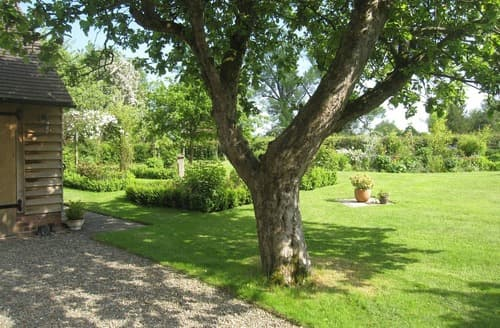 Beautifully maintained garden | Isla's House, Corfton, near Craven Arms - Isla's House