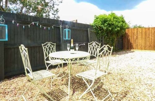 Last Minute Cottages - Charming Chantry Cottage S60304