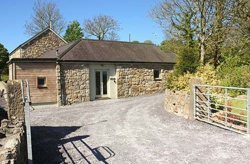 Last Minute Cottages - Cosy Mynydd Bodafon Cottage S59479