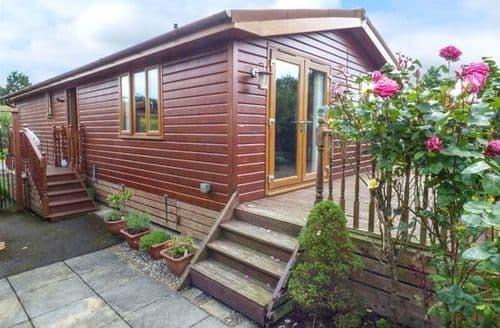 Last Minute Cottages - Cosy Newton On Derwent Lodge S60186