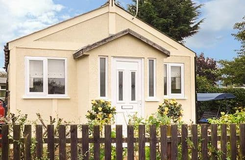 Last Minute Cottages - Adorable Humberston Lodge S70938