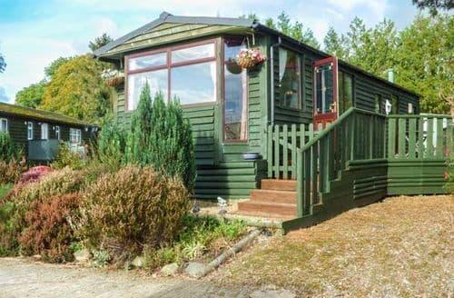 Last Minute Cottages - Tasteful Gwystre Lodge S73807