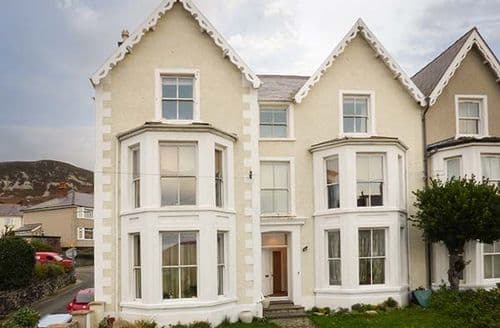 Last Minute Cottages - Charming Penmaen Mawr Apartment S74025