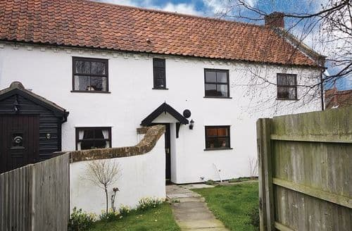 Last Minute Cottages - Hollies Cottage