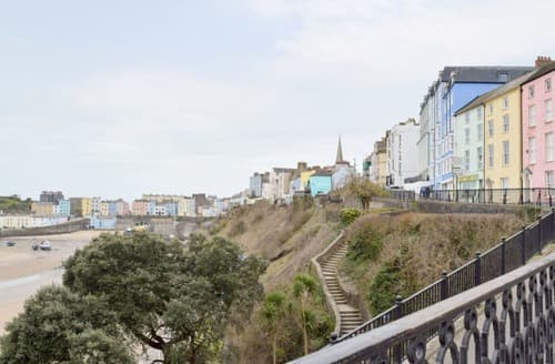 Outstanding yellow seafront apartment | The Norton, Tenby - The Norton