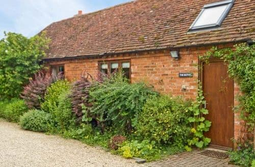 Last Minute Cottages - Lovely Stratford Upon Avon Bothy S2334