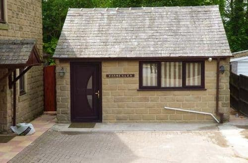 Dog Friendly Cottages - Inviting Matlock Cottage S37710