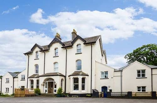 Last Minute Cottages - Excellent Milton, Pembrokeshire Apartment S37876