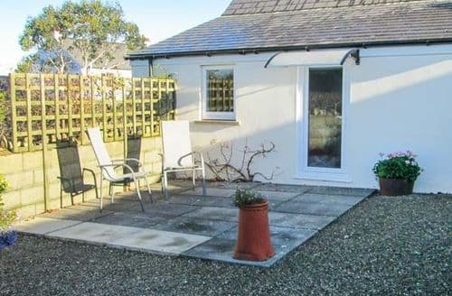 Last Minute Cottages - Superb Dinas Cottage S39260