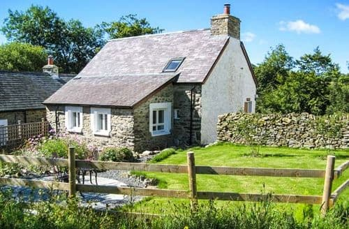 Last Minute Cottages - Hen Ffermdy