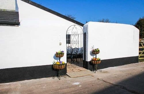 Dog Friendly Cottages - Inviting Rackenford Cottage S77108