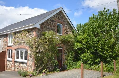 Last Minute Cottages - Lovely Lifton House S7886