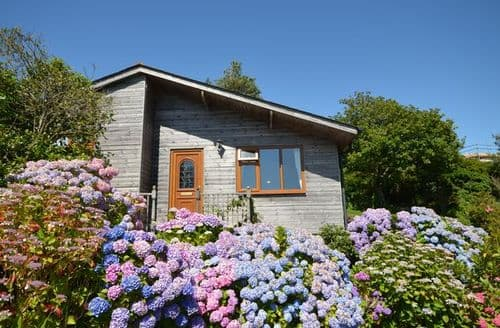 Last Minute Cottages - Captivating Plymouth Log Cabin S37975