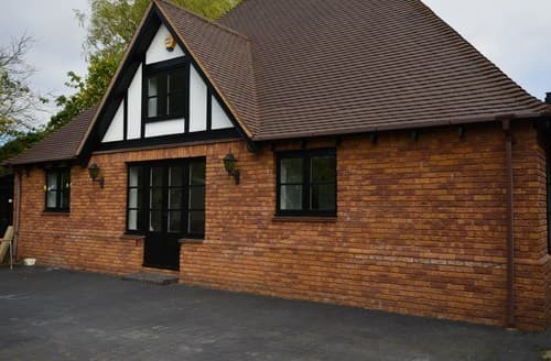 Last Minute Cottages - Inviting Bedford House S60279