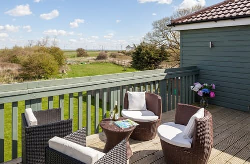 Last Minute Cottages - Attractive Camber House S72540