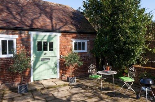 Last Minute Cottages - Charming Brookland Cottage S72541